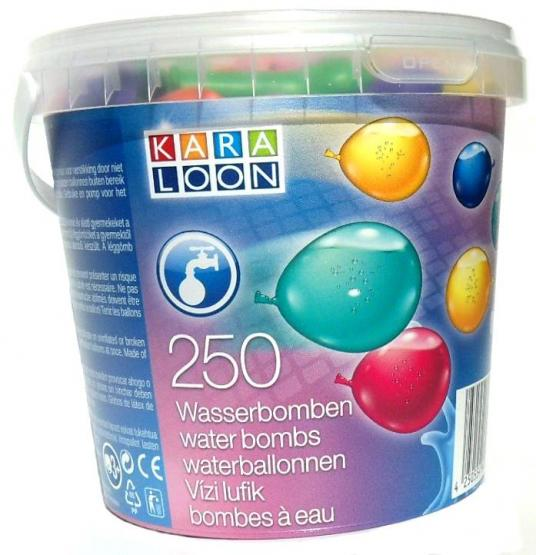 Bucket with 250 waterbombs